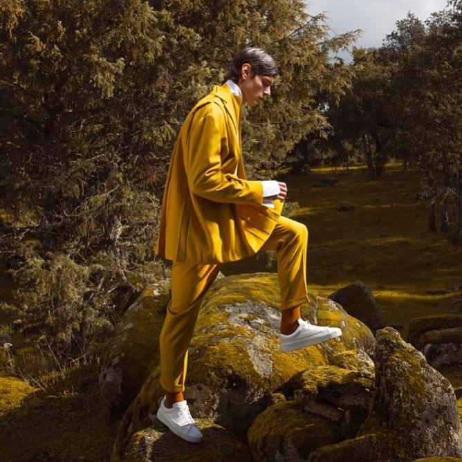 .@oteyza_, uno de los grandes diseñadores españoles, habitual en #MBFWMadrid, a presentado su colección #ARCADIA, de manera virtual en la semana de la moda de París. Una colección para hombre y mujer pegada a la naturaleza en la que priman los tejidos naturales y la artesanía. https://t.co/WGd0sG0a9D