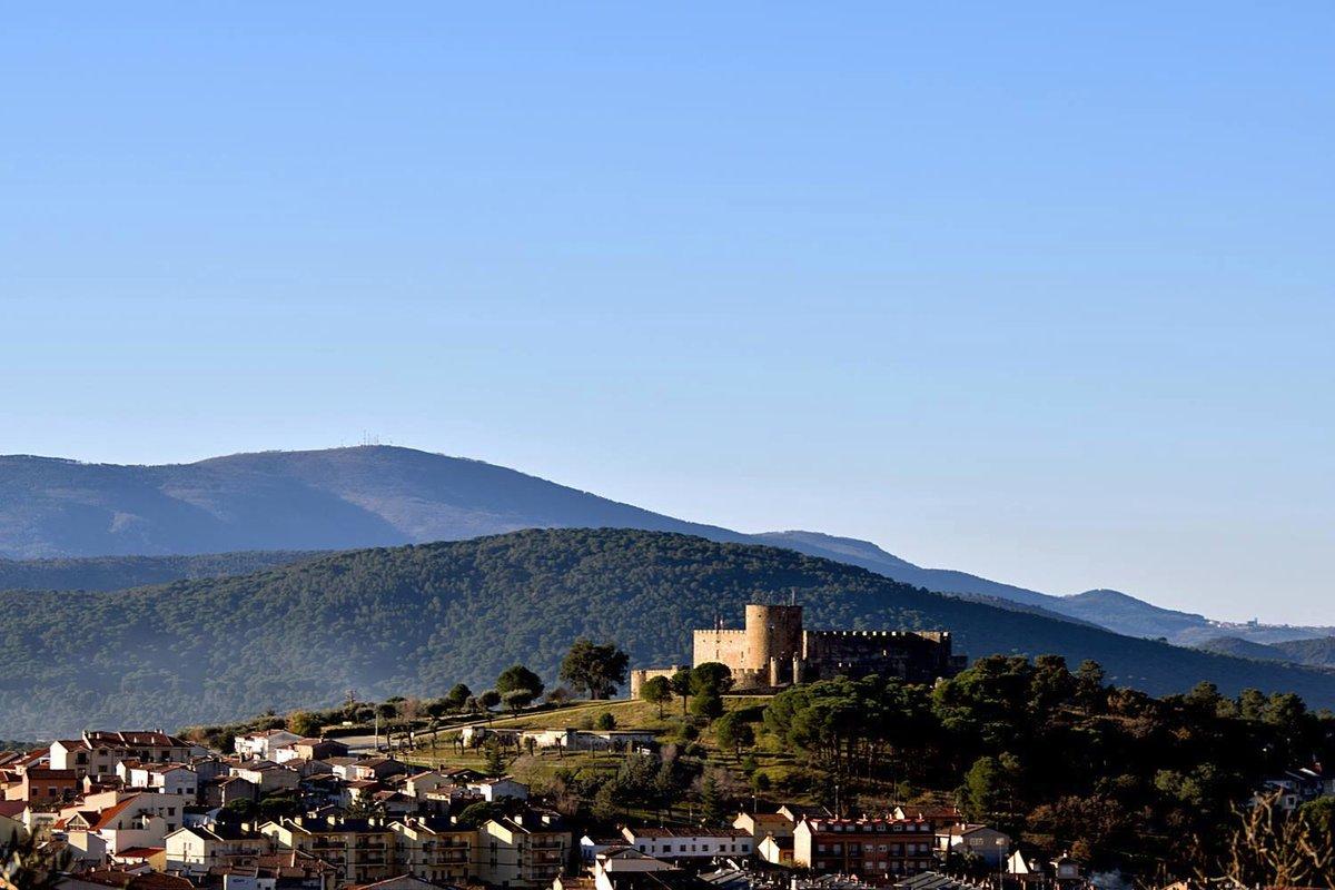 En pleno corazón del #ValleDelTiétar en #Ávila se encuentra #LaAdrada, un pueblo con encanto en el que el tiempo parece congelarse y donde se respira una paz inmensa. ¿Conocías este lugar?  👉   📸  @AYTOLAADRADA  #SpainRuralTourism @CyLEsVida