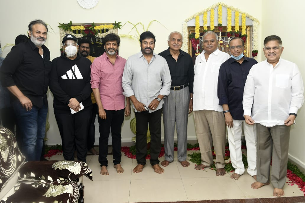 Pics From @KChiruTweets's #Lucifer-Telugu Pooja Ceremony.  @KonidelaPro @MegaaSuperGood1 #NVRFilms #RBChoudary @ProducerNVP Directed by @jayam_mohanraja Music by @MusicThaman @sureshsrajan @NagaBabuOffl #AlluAravind  #MegaStar153 Regular 📽️shoot commences from February 2021.