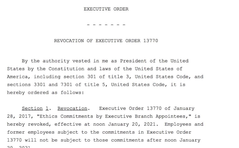 Le président #Trump vient de révoquer le décret qui interdisait aux responsables de l'administration de devenir des lobbyistes dans les cinq ans suivant leur départ du gouvernement.