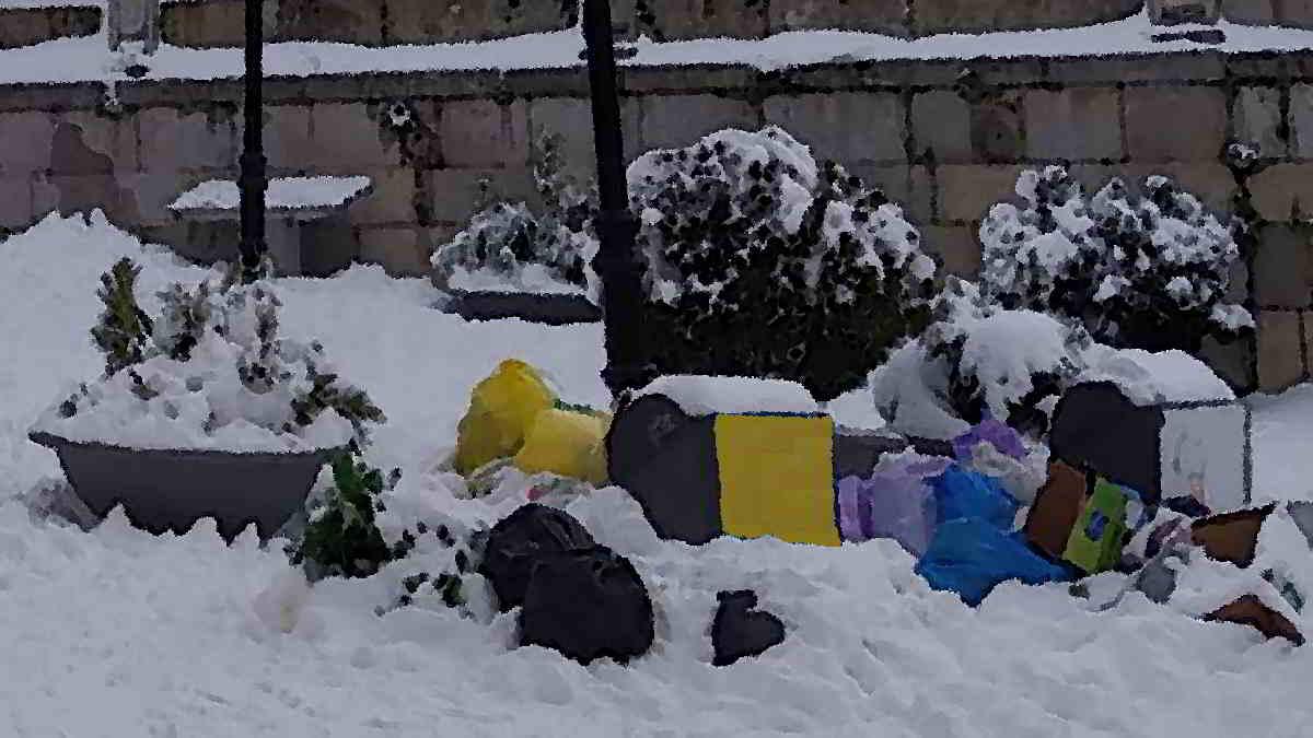 📌De Filomena a Gaetan: una borrasca desata otra vez la alarma en #Madrid por la nieve, ramas y residuos sin recoger #Carabanchel #MadridNevado #AlmeidaDimisión #nieve #residuos #basura #basuraleza #TemporalFilomena #Gaetan #BorrascaGaetan