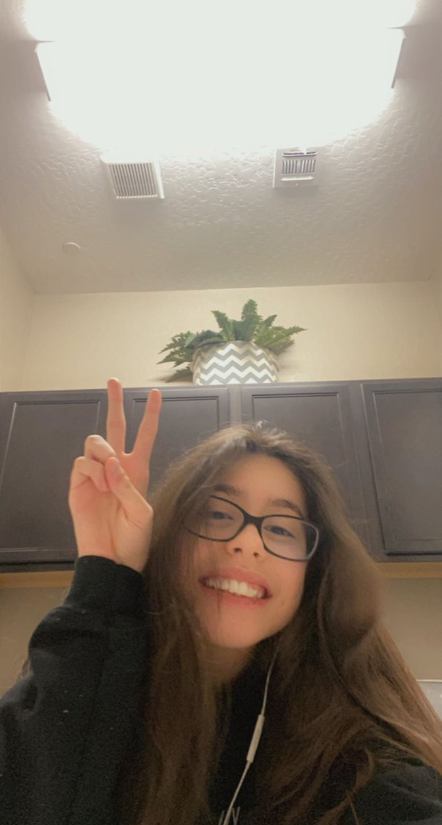 IS THIS MY DAY??  -rts are great :D #hispanicmcyttwtselfieday