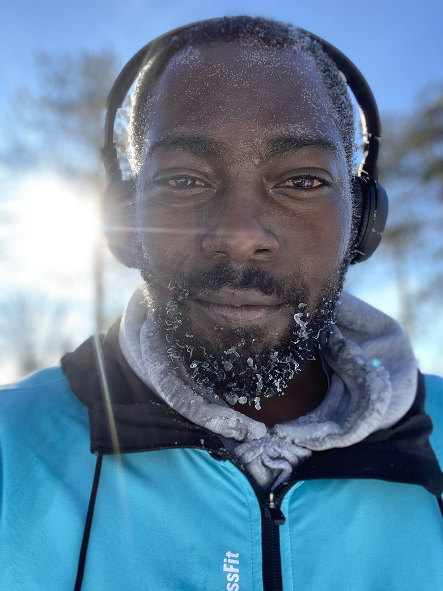 Photo Hivernale🥶  #wintry #WinterIsComing #winter #hiver #canadaproud #Canadian  #quebec #quebecwinter #neige #snow #ice #icepicks #running #RunOn #run #jogging #coldwave #cold #headphones #Reebok #Jbl #BEARD #iced #icedbeard #BlackLivesMatter #black #BlackTwitter #BlackJanuary
