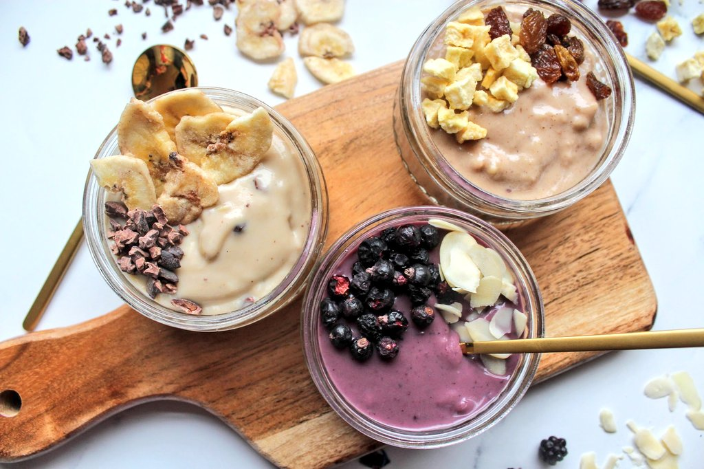 New breakfast inspiration needed? You might like to try The Real Foodists' Yo'ridge, made from an innovative blend of oats, lentils, sesame, coconut, a touch of maple syrup and an abundance of fruit 👍😋 #ad #Veganuary2021