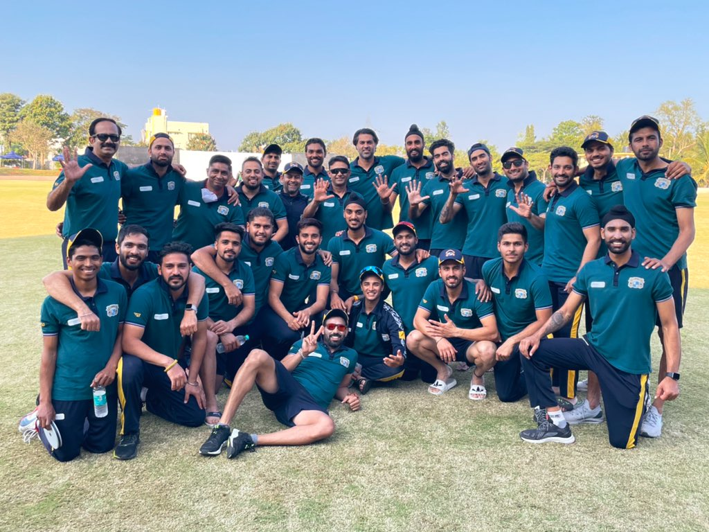 What a bunch of cricketers 🔝 off to Ahmedabad for the knock outs 💪🏽#TeamPunjab #SMAT2021