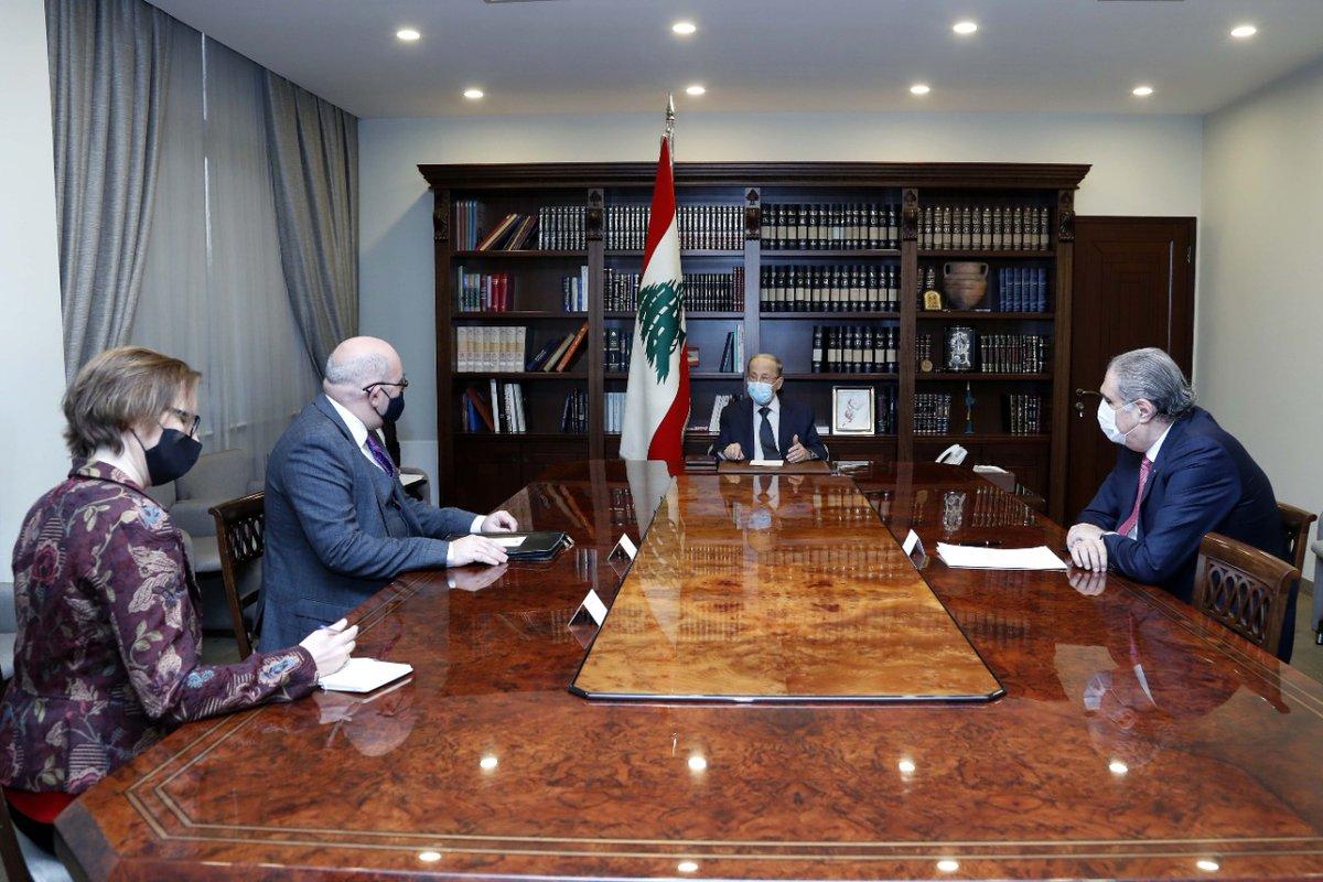 الرئيس عون استقبل القائم بأعمال السفارة البريطانية في لبنان مارتن لونغدن، لمناسبة بدء مهمته الدبلوماسية في بيروت وعرض معه العلاقات اللبنانية - البريطانية