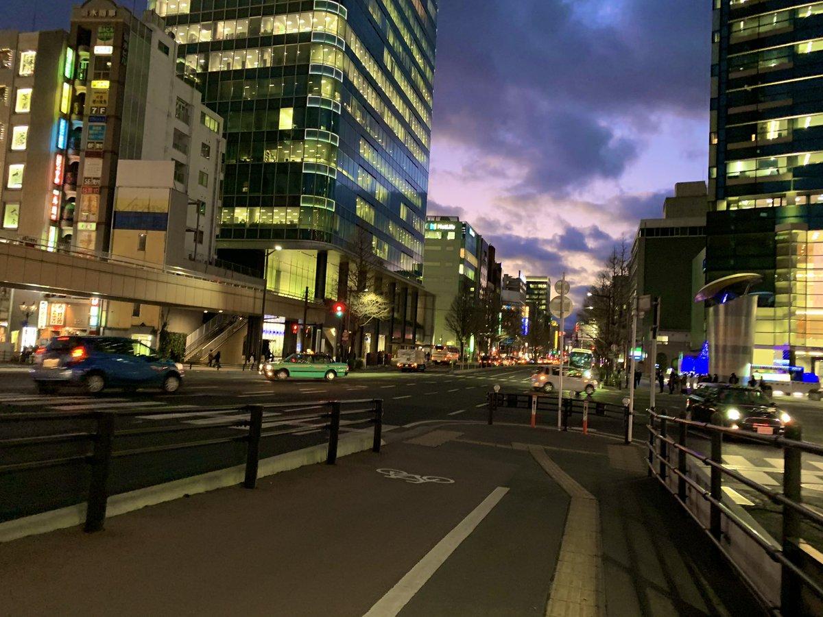 今日は雲多めだったけど、こんな空も好き♡ . . #夜景 #ビル #夕暮れ #空が好き #写真好きな人と繋がりたい #カメラ女子 #ファインダー越しの世界 #日常 #何気ない景色 #東北 #仙台 #宮城 #photo #NightPhotography  #sky #building #sunset