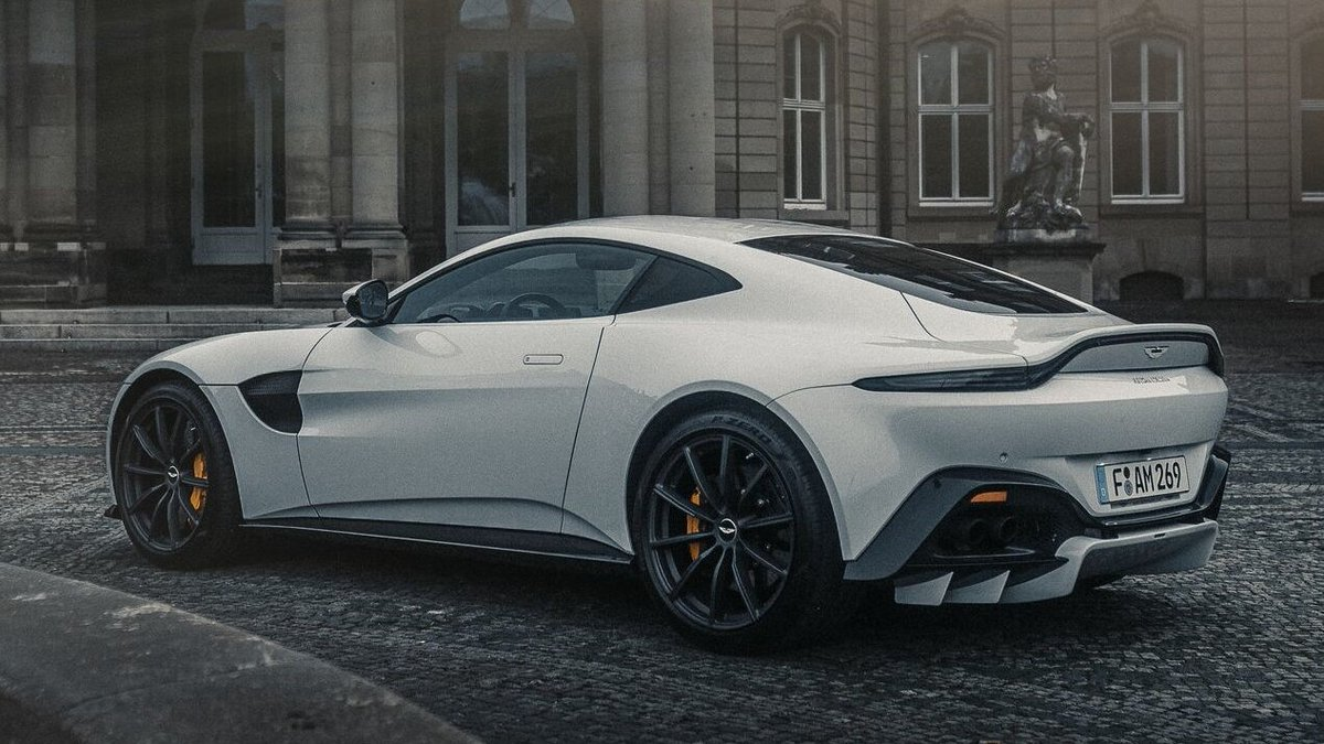 Crafted by the expert team at our Gaydon HQ, Vantage stuns from every angle.  Configure your own: https://t.co/UQqkdWMRF1  #AstonMartin #Vantage https://t.co/L2qwoDTawd