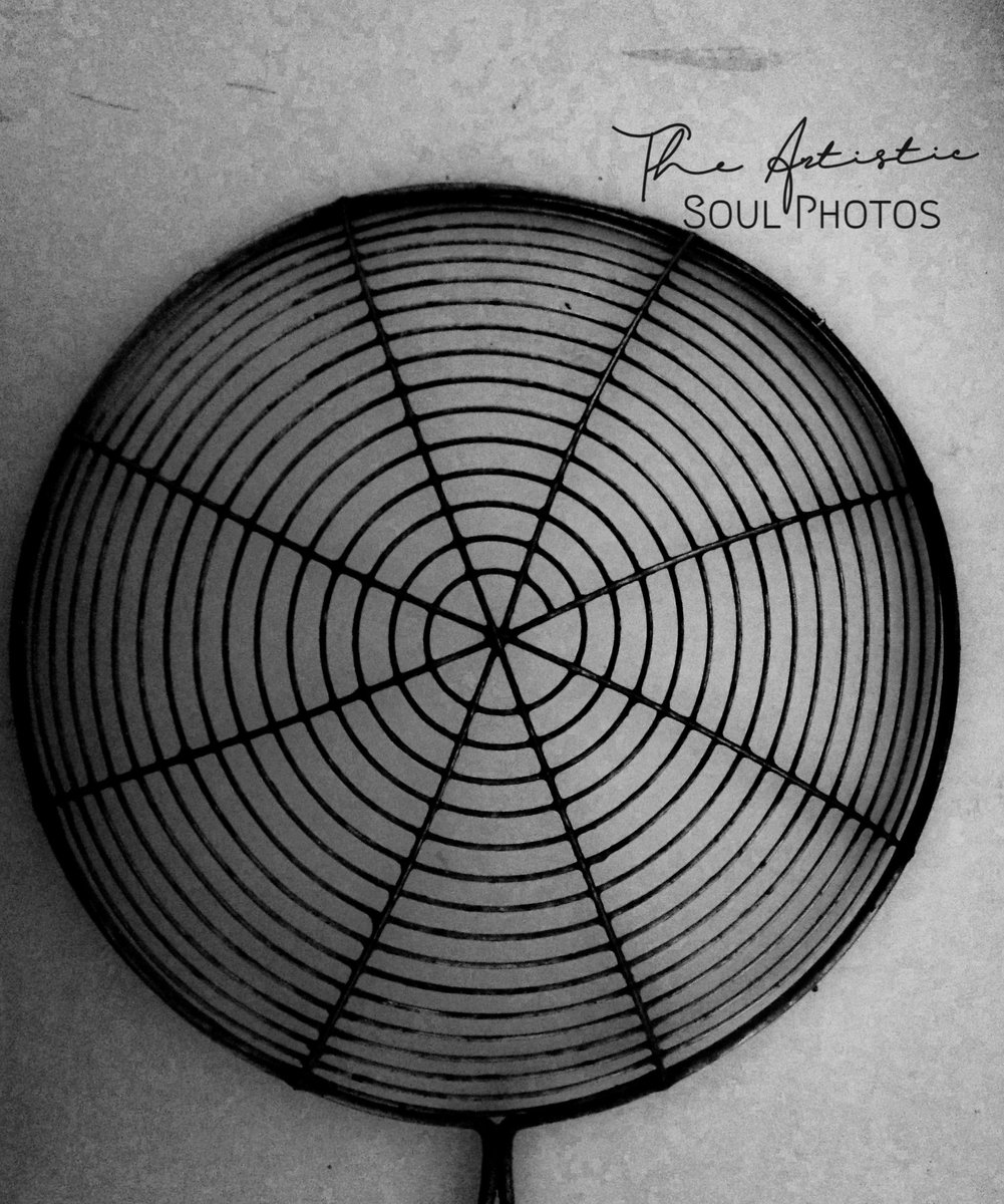 I've learned that people will forget what you said, people will forget what you did, but people will never forget how you made them feel. Maya Angelou #circle #monochrome #bnwphotography #bnw_captures #bnw_greatshots #bnw #bnwmood #bnwphoto #blackandwhite #photography