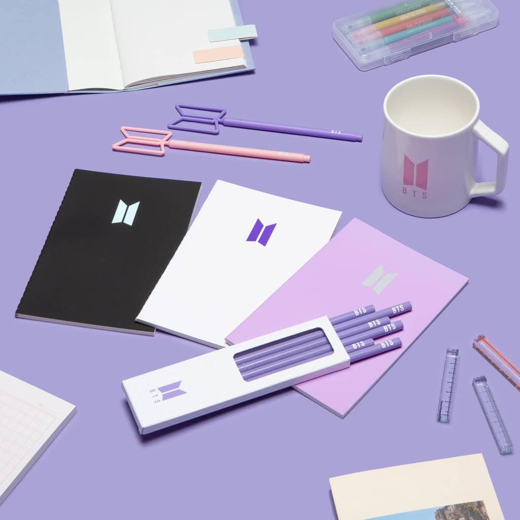 노트, 펜, 연필 같은 문구 기본 아이템부터 안경닦이, 오일페이퍼, 손수건, 텀블러까지 일상생활에서 자주 사용할 수 있는 아이템 입니다.  #BTS_POPUP #SPACE_OF_BTS     @J1ke7