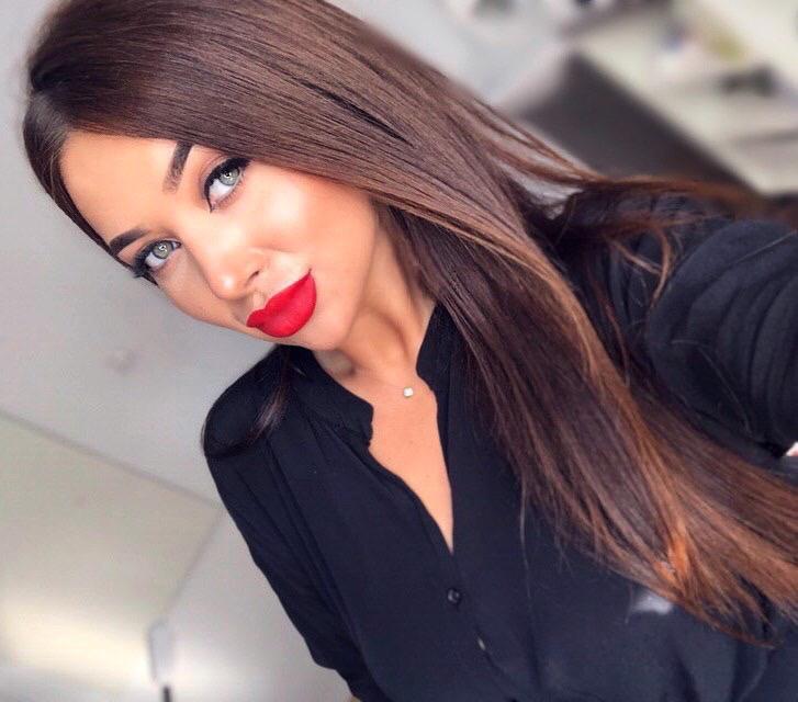 Red lip day ;) #brunette #brunettes #monday #weekdayvibes #selfie #SelcaDay #BABELICIOUS #babehot #SaturdayVibes #SaturdaySocial #SaturdayMotivation #fc8 #freecam8 #holla #makeupinspo #freecam8