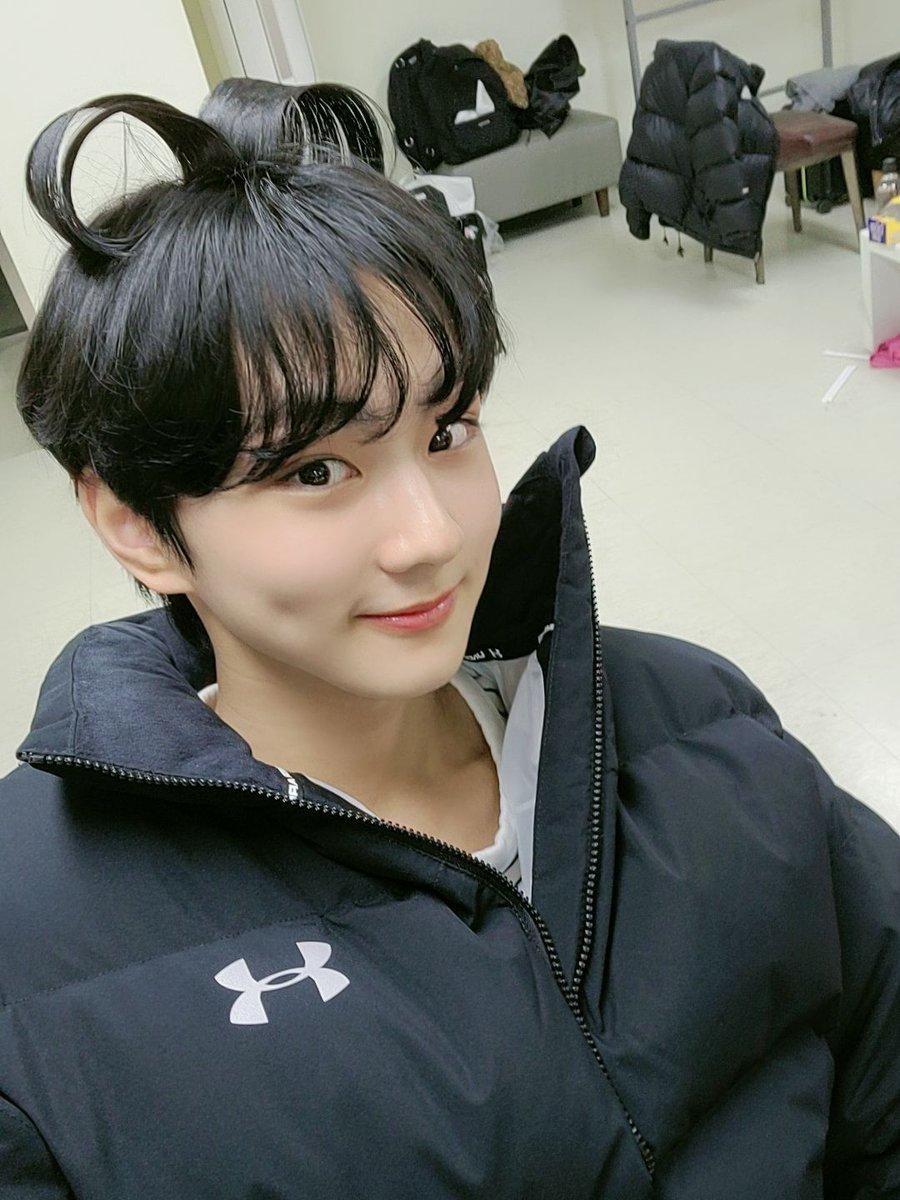 "Actualización de Jungwon en Weverse  ""ENGENEs😍¿Que estáis haciendo? (Feat. un corazón en mi cabeza)""  #엔하이픈 #ENHYPEN"