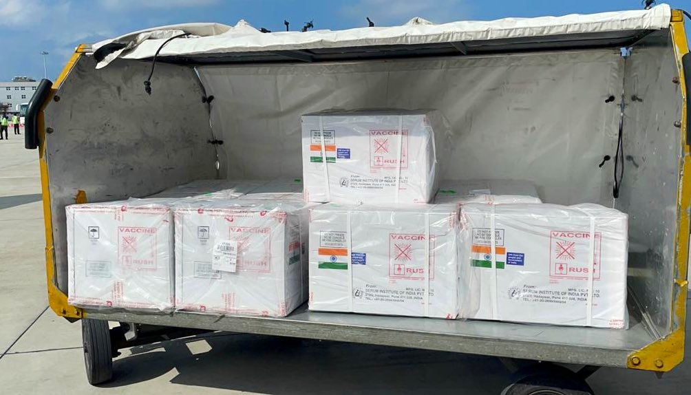 Indian vaccines reach Maldives, reflects our special friendship.   #VaccineMaitri https://t.co/V1XKVjOSbJ