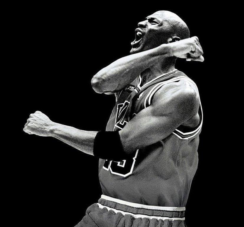 "Michael Jordan • ""Você deve esperar grandes coisas de si mesmo antes que possa fazê-las"". https://t.co/tyieb1NcKL"