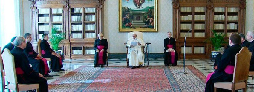"""➡️ El Papa advierte en la #audienciageneral que la unidad de los cristianos solo llegará """"como fruto de la #oración""""  Por @Dariomenorroma     #Vaticano"""