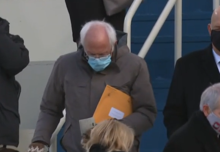bernie arrives at inauguration, carrying what can only be a copy of The Plan in his manila envelope https://t.co/NLLxVcJk4G