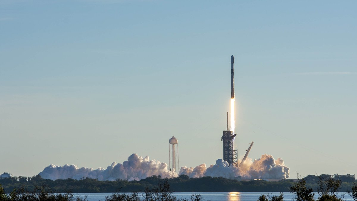 Replying to @SpaceX: Falcon 9 launches Starlink to orbit – the eighth launch and landing of this booster