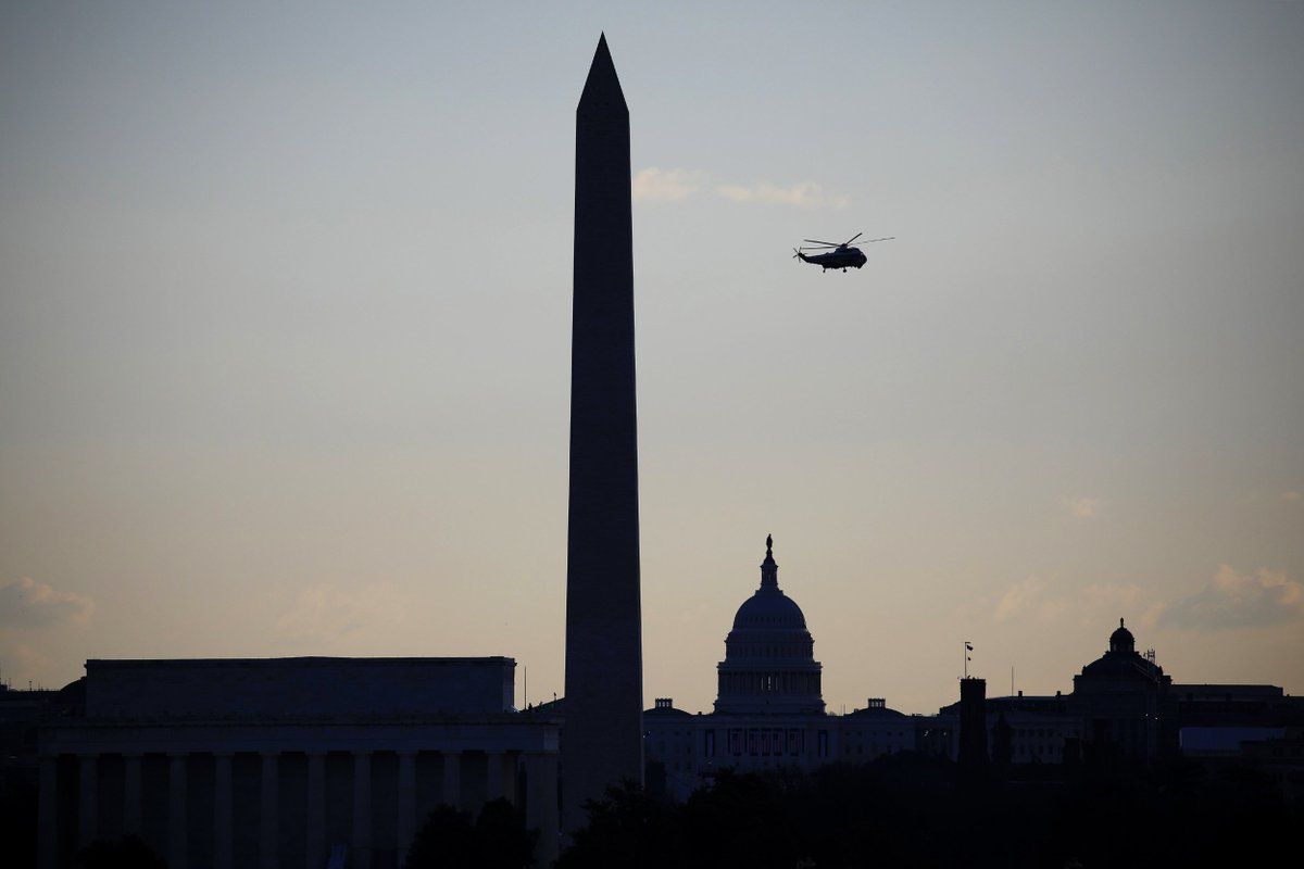 President Trump flies above the National Mall after departing the White House on the final day of his presidency.  📷 Luke Sharrett / Getty Images