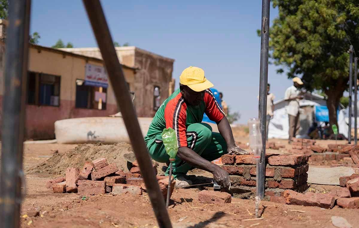 يعمل برنامج الأمم المتحدة الإنمائي في #السودان @UNDP_Sudan  على خلق أكثر من 1،000 فرصة عمل طارئة للاجئين وأفراد المجتمع المحلي لدعمهم #Sudan