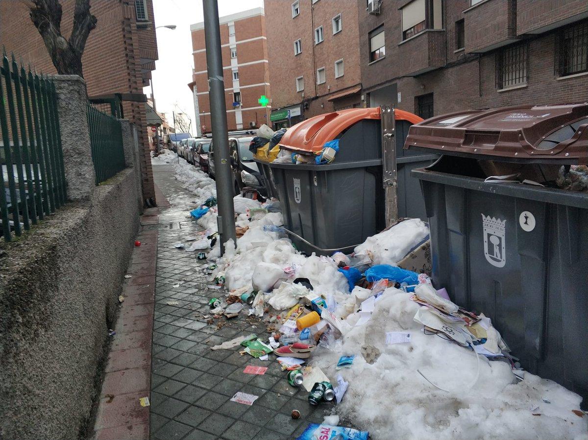 @MADRID Sí por favor, queremos aprender cómo seguir separando basuras en este entorno de dejadez por su parte, al menos en los barrios menos favorecidos por su gestion. @JMDCiudadLineal @LinealMas @La_Elipa #Filomenamadrid #madrid #MadridNevado #laelipa