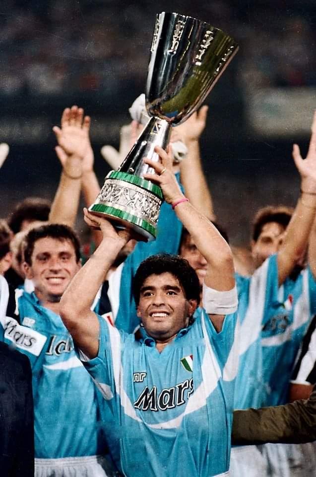 """Battiamo i """"rubentini"""" ed alziamo al cielo la Supercoppa !!! Diego da lassu' gioira' con noi. #diegomaradona #maradonaeterno #AD10S #SupercoppaItaliana"""
