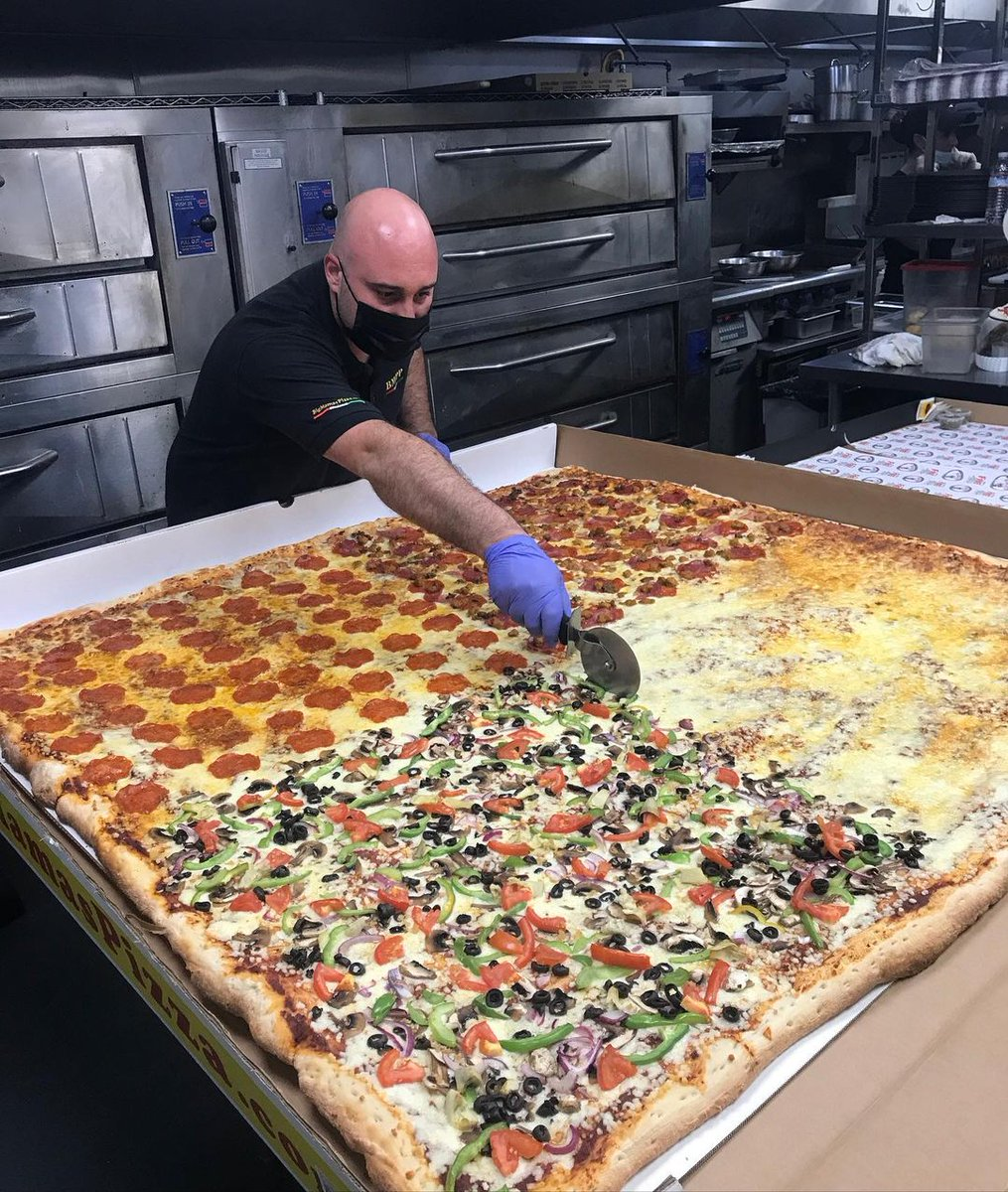 "Burbank staple @bmppburbank is ready for pickup with their delicious pizzas. Only here can you order a 54""x54"" giant pizza. Who doesn't love leftovers? #visitburbank #dineburbank #dinelocal #pizza #gratefultable #burbanktogether #dinela #supportlocal"