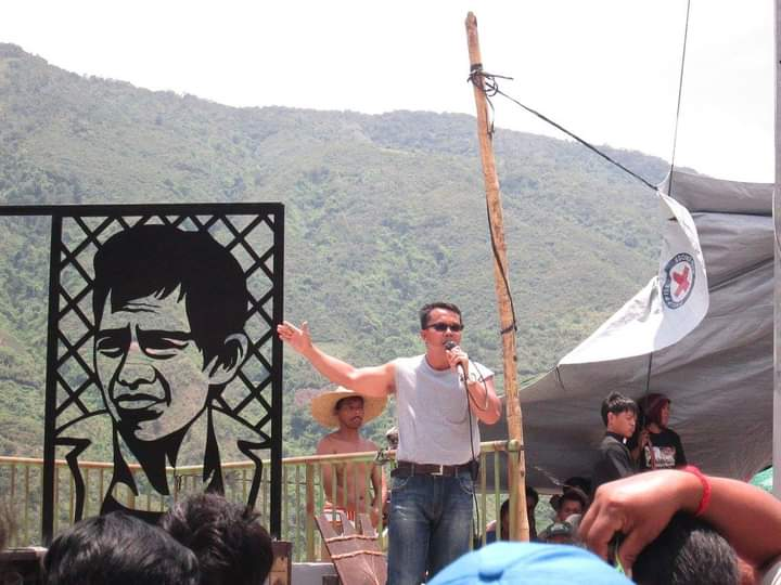 Manong Windel at the inauguration of the Cordi martyrs monument. Here he is, tall and proud, carrying the weight of the Kaigorotan struggle in his words. Now, the monument dismantled, his life threatened.