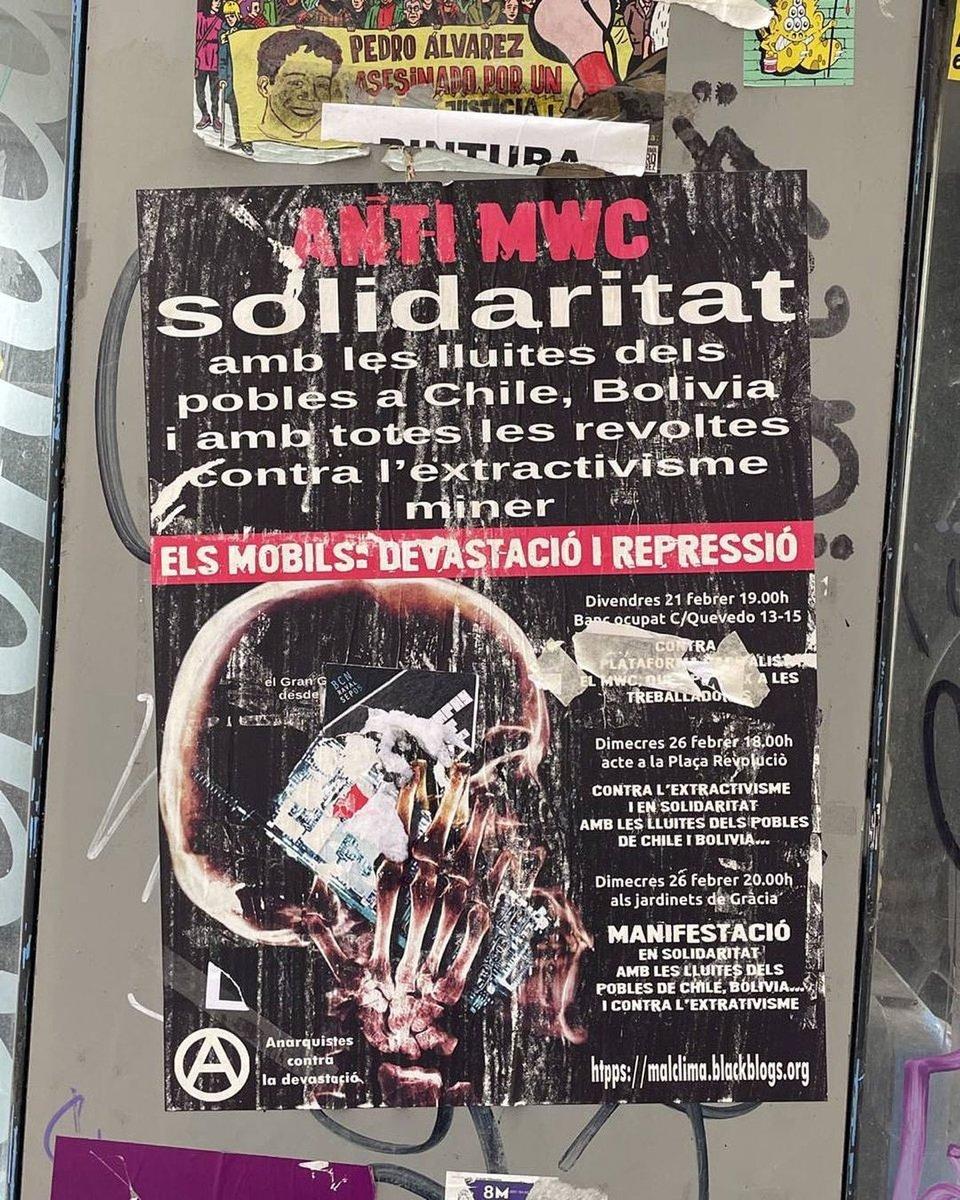 Увидели вот такой старый плакат в Барселоне. Это местные активисты протестуют против проведения MWC, мол вся эта электроника это вредное производство, а вы тут выставки проводите.. https://t.co/1rySGuzofQ https://t.co/whuqJmWo5k