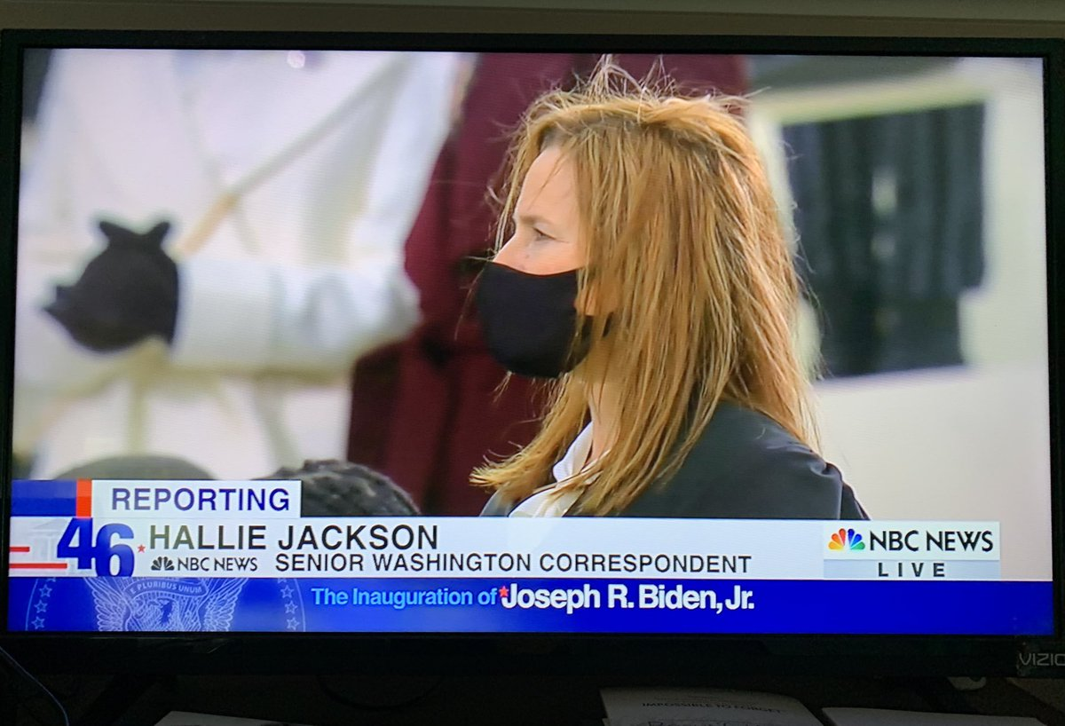 Nice of Amy Coney Barrett to wear a mask at a large public gathering. https://t.co/JG1kx8gPUt
