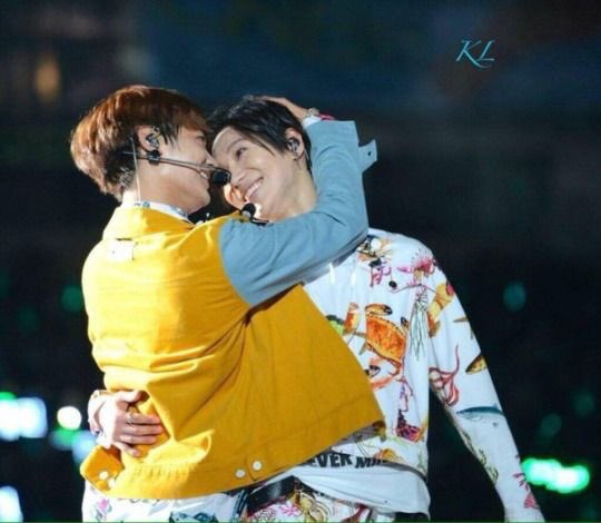 Replying to @ltmsmiling: taemin looking at shinee like they hold all his happiness: a thread ♡