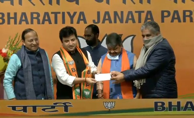 #ArindamBhattacharya joins #BJP in presence of senior BJP leaders at BJP #headquarters in #NewDelhi. #JoinBJP #tmc #mamta #bangalorediaries #bangla #hawraman #new #Election2021 https://t.co/rpyhS61XcL