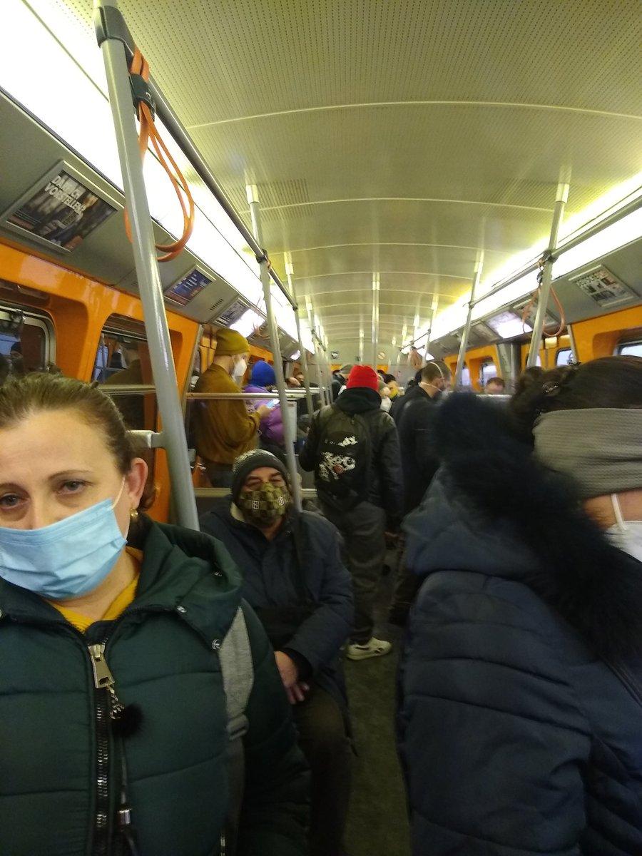 mezzi pubblici Vienna, scuole chiuse e stazioni sciistiche aperte, Vienna, Austria, frugale  Öffis Wien, Schulen zu und Skigebiete offen, Wien, Österreich, frugal...vier (-1, Rutte) https://t.co/HsqYuq3x2U