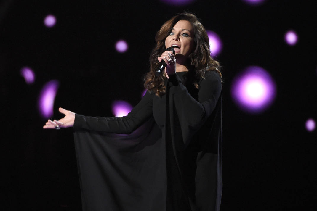 .@martinamcbride performed her hits like 'This Ones For the Girls', 'Concrete Angel', and more #OTD in 2008 🎶