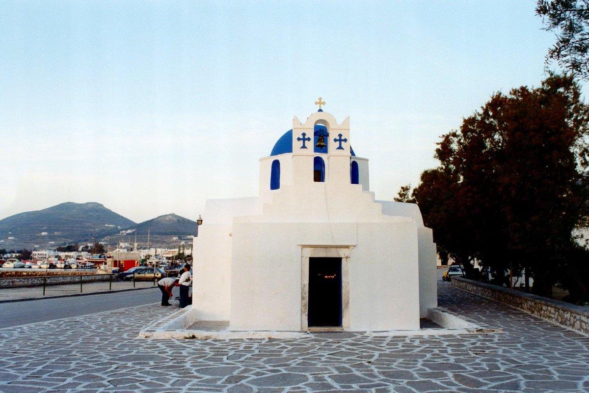 Πάρος, Παροικιά. Η εκκλησία του Αγίου Νικολάου #tbt #greece #greeksummer #greekislands #cyclades #paros #parosisland #paroikia #church #agiosnikolaos #saintnicolas #tree #trees