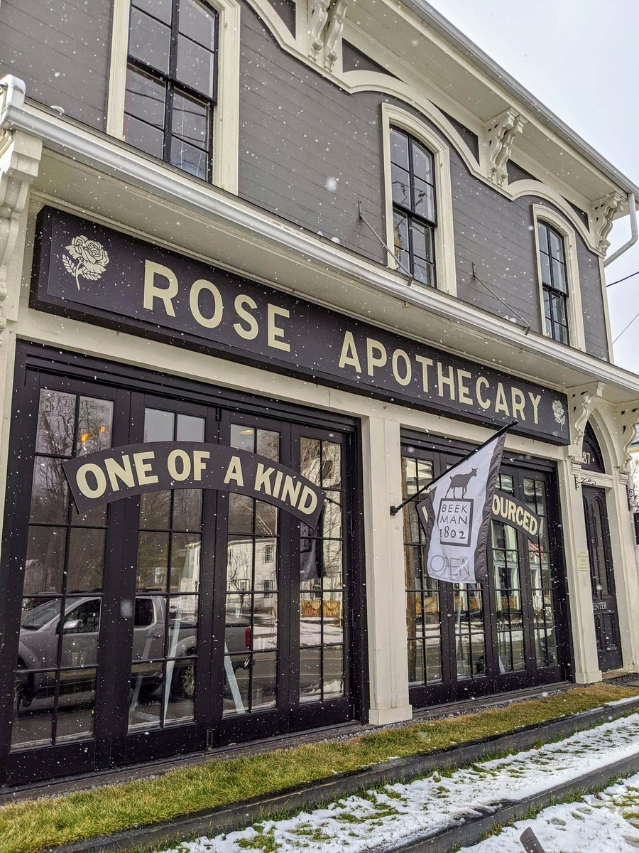 🌹🌹RT @CLaurenAuthor: Flashback to the one and only trip I took in 2020 🥰  Went to a book signing with my BFF and then stopped at a Rose Apothecary pop-up store @Beekman1802Boys   #SchittsCreek https://t.co/Z76vmW5ucn