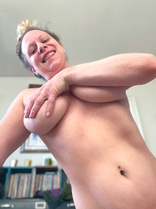 Start your day with a #nakedstretch just posted to my #onlyfans! 😘 https://t.co/fDHCFCqpdi