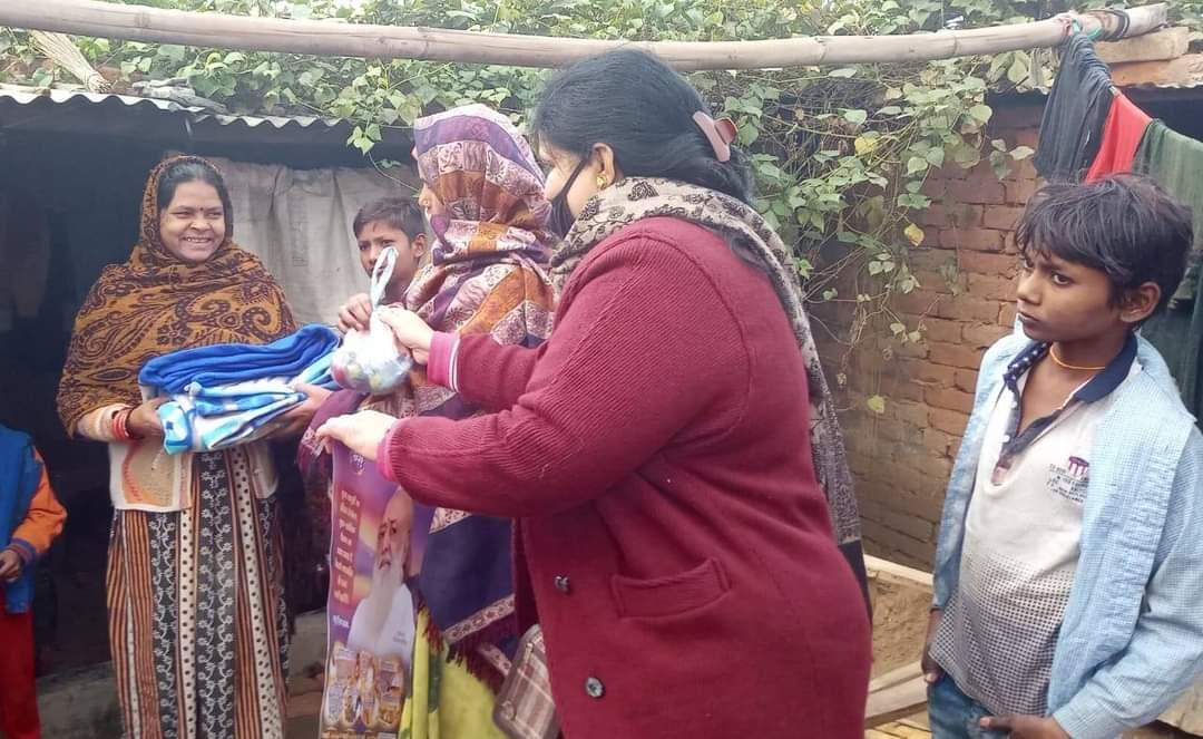 संत श्री आशारामजी आश्रम गाजियाबाद द्वारा 19 जनवरी 2020 को राजनगर एक्सटेंशन (नियर त्यागी चौक) के गरीब क्षेत्रों में कम्बल, मफ़लर, कैलेंडर, फल, टॉफी आदि का वितरण किया गया।