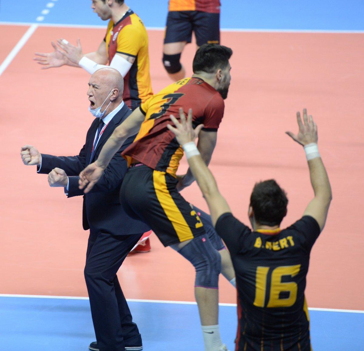 """Galatasaray Spor Kulübü on Twitter: """"Başantrenörümüz Nedim Özbey, geçirdiği  rahatsızlık sonrası galibiyetimizle sona eren Spor Toto maçında yeniden  takımımızın başında yer aldı. 💪 Bir kez daha geçmiş olsun #NedimÖzbey! 🧿…  https://t.co/21yyohy8xi"""""""