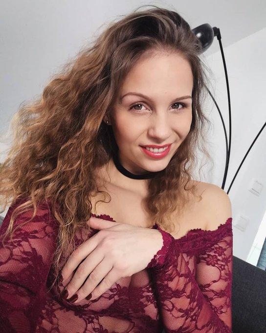 Mrs. Wuschelkopf 🦁 wollte nur kurz hallo sagen 👋😁 #marywet #selfie #lace #curly #curlyhair #smile #miau