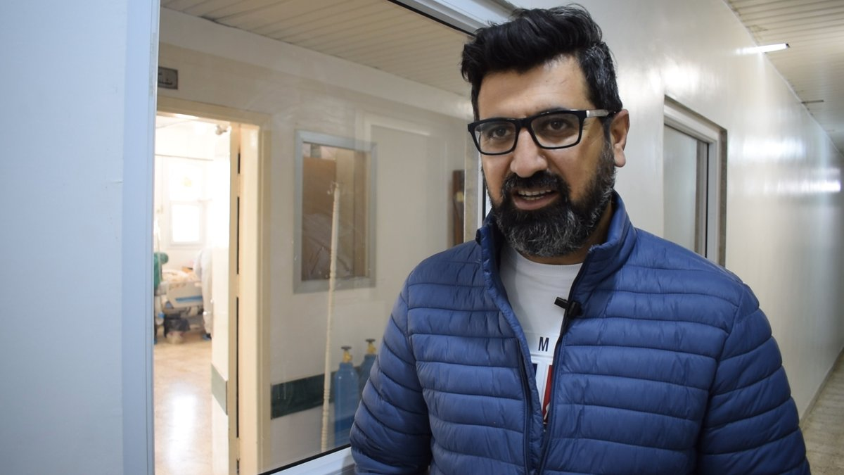 مع ارتفاع اعداد المصابين بـ #كورونا في #سوريا، عاد الدكتور #برور_سليمان في نوفمبر/تشرين الثاني 2020 إلى مسقط رأسه لدعم أهالي منطقته في #المالكية، #الحسكة، وأنشأ عيادة لتقديم الرعاية الصحية العاجلة للمرضى المتأثرين بالوباء. اتركوا تعليقا تقديراً لجهود الطبيب برور.