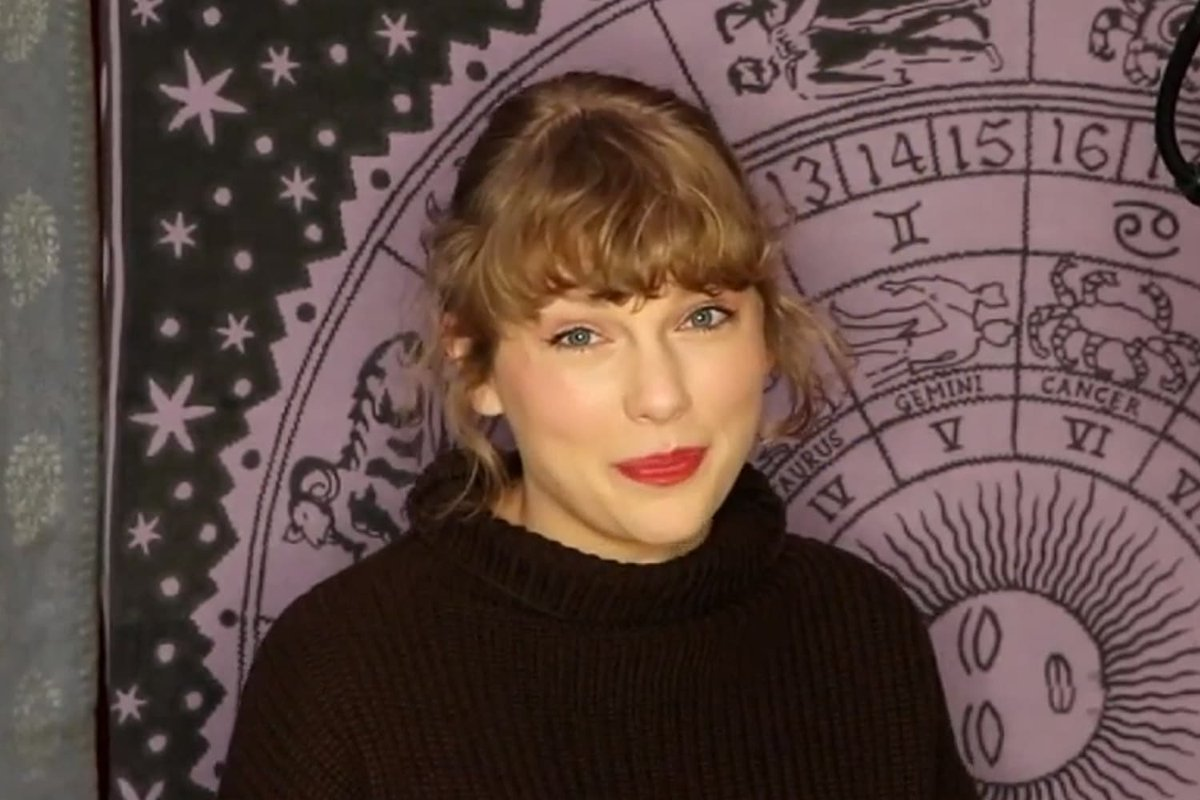 TAYLOR SWIFT = WITCH! Taylor Swift Shares Artist of the Year AMAs Speech in Front of Purple Horoscope Mural!  #AMAs #AmericanMusicAwards #TaylorSwift