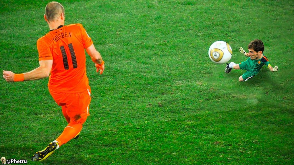 🔥 IKER CASILLAS 🔥  The most important save of his career? 🤔 — ¿La atajada mas importante en toda su carrera?  👉🏼 @IkerCasillas   #ikercasillas #españa #tinyplayers #minijugadores
