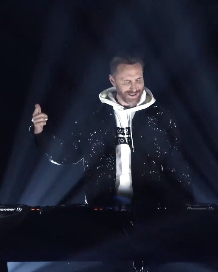 Replying to @davidguetta: David Guetta live at @funradio_fr Live Stream Experience ➡️