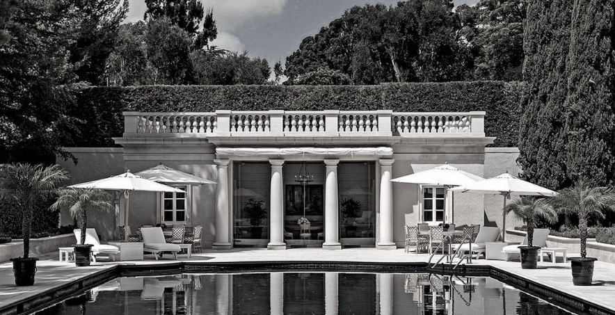 "And here is the structure at the house in Bel-Air section of Los Angeles that was used for ""The Beverly Hillbillies.""  Yes, the new White House ""Tennis Pavilion"" does look like this edifice, which is right next to what Granny called the ""cee-ment pond.""          @MSNBC https://t.co/yNBXutO9HL"