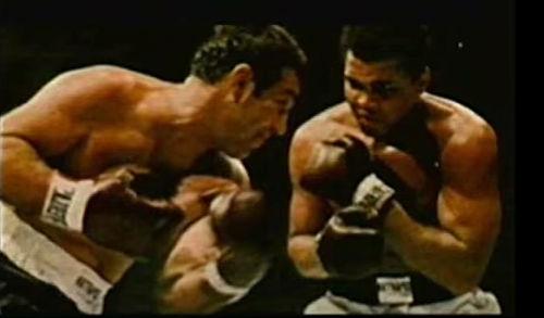 El resultado determinó que Rocky Marciano ganaría por nockout a Muhammad Ali en el round 13.  5/5  #IA #InteligenciaArtificial #AI #ArtificialIntelligence #Boxeo #Boxing #Ali #MuhammadAli #Marciano #RockyMarciano
