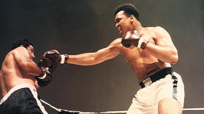 El ordenador NCR 315 recopiló y analizó todas sus escenas de combate de y gracias a diferentes fórmulas probabilísticas determinó quién hubiera sido el ganador.  3/5  #IA #InteligenciaArtificial #AI #ArtificialIntelligence #Boxeo #Boxing #Ali #MuhammadAli #Marciano #RockyMarciano