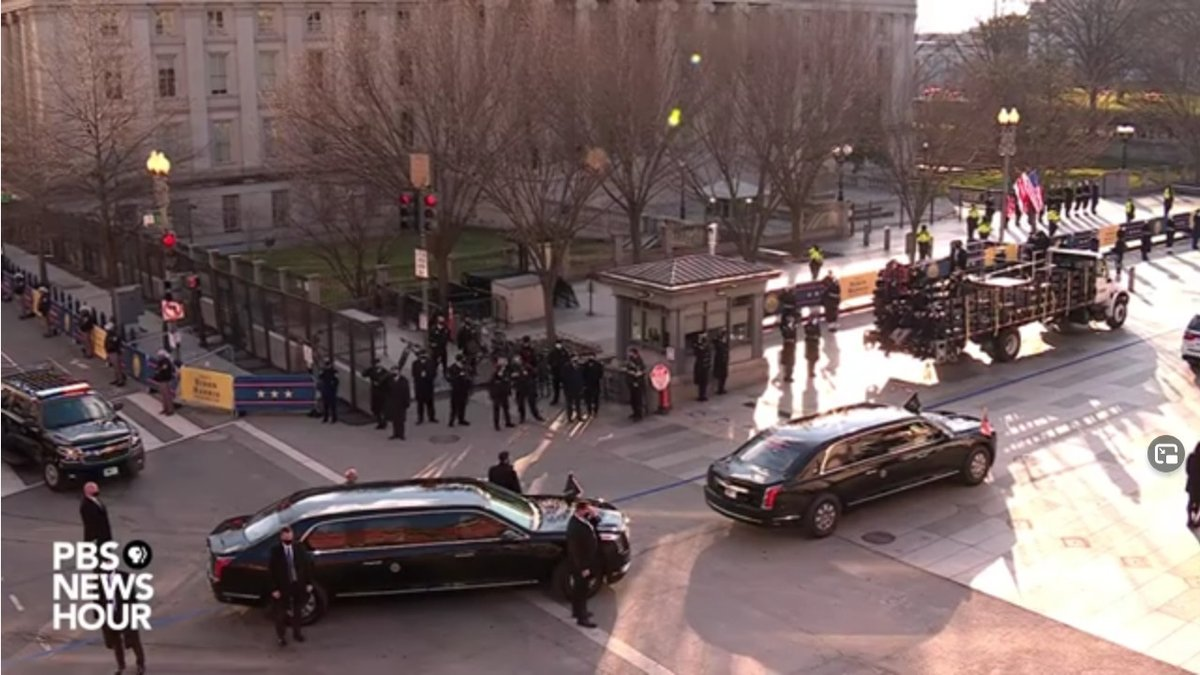 It looks like no one came for the parade. No supporters, no protesters, nobody. All the fencing and police / national guard are in place just looks odd. #uspoli #cdnpoli #InaugurationDay
