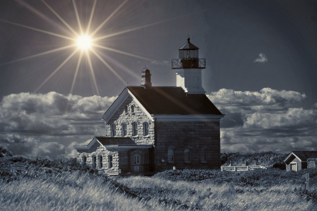 #lighthouse #lighthousephotography #photography #lighthousepoint #lighthouselovers #lighthousemagazine #lighthouses #wanderlust #landscape #beach #nikon #viewbug #eyeem #bnwphotography #lighthousephoto #blockisland #blackandwhitephotography #blackandwhite #shore #travel #sun