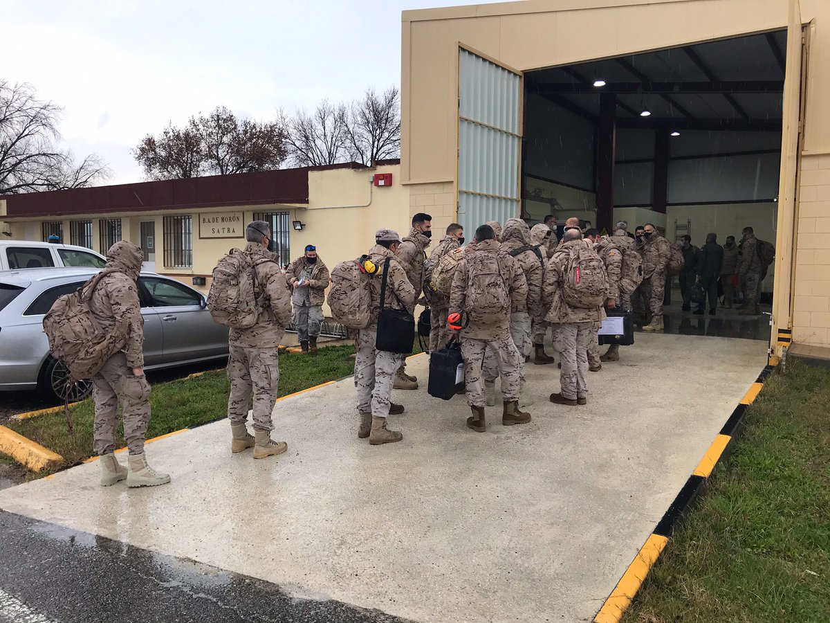 El 1º contingente del destacamento DAT PAZNIC del #EjércitodelAire embarca en un #A400M destino #Rumanía 🇷🇴. Realizará misiones de Policía Aérea sobre el #MarNegro para contribuir a los esfuerzos de la @NATO en la vigilancia de la frontera este de #Europa. #SomoselAire @EMADmde