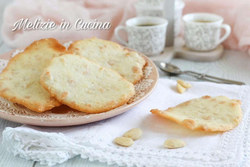Biscotti foglie di mandorla #food #foodporn #yummy #delicious #homemade #cibo #cucina #gnam  #foodblog #Ilovefood #delicious #yum #igers #foodlove #foodpassion #ilovefood #ilovecooking #cooking #recipe #ricette #cucinaitaliana